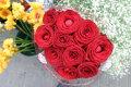 Грабитель послал жертве цветы