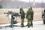 """Если бы пришли """"зеленые человечки"""", военные стояли бы с опущенным оружием?"""