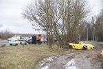 Пьяный водитель на окраине Вильнюса разбил Porsche