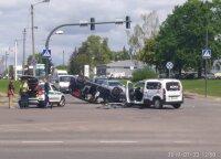 ДТП в Каунасе: после столкновения Ford перевернулся на перекрестке
