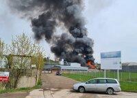 Большой пожар в Каунасе: загорелась огромная груда металла