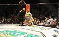 После нокаута боец MMA провел удушающий судье