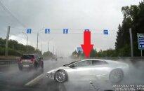 Lamborghini uderza w barierkę
