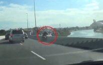 Motocyklista spadł z wiaduktu