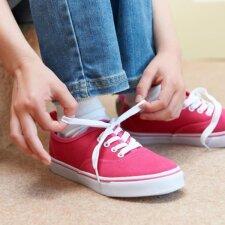"""Genialus būdas užsirišti batus daug greičiau ir paprasčiau <sup style=""""color: #ff0000;"""">VIDEO</sup>"""