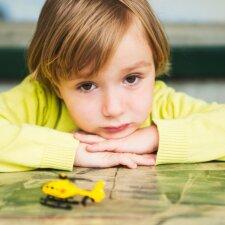 Vienišo ir draugų nemėgstamo vaiko drama: psichologės patarimai