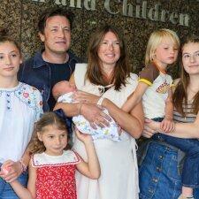 """Pirmosios Jamie Oliverio mažojo sūnaus nuotraukos <sup style=""""color: #ff0000;"""">FOTO</sup>"""