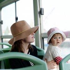 Motinos dialogas su vaiku troleibuse pribloškė: mamos, ar jūs apie tai svajojote?