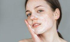Populiariausi aknės gydymo būdai: dermatologė pataria, kuriais tikėti neverta