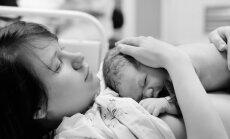 Sukrečiantys akušerės prisiminimai: pagimdyti vaiką ir leisti jam mirti ant krūtinės - našta, kurią reikia išgyventi