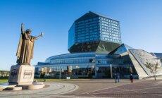 Pranciškaus Skorinos skulptūra prie Baltarusijos nacionalinės bibliotekos Minske