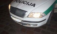 Šūviais stabdytas girtas vairuotojas apdaužė bažnyčios vartus ir policijos automobilį