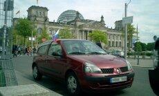 Dėl išgalvotos istorijos kilusiuose rusų protestuose – juos palaikantis automobilis iš Lietuvos