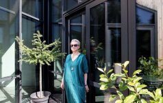 Garsios dizainerės J. Janus namas išsiskiria moderniomis formomis ir santūriomis spalvomis