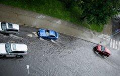 Ливень в Вильнюсе: снова тонет улица Нарбуто