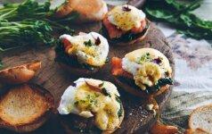 Sumuštiniai su lašiša ir virtu kiaušiniu