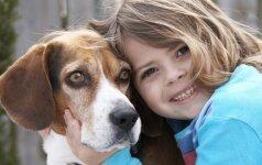 Interneto hitas: šuo nuramina verkiantį vaiką