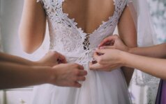 Lankiausi vestuvinių suknelių salonuose – moterims reiktų už tai susimokėti