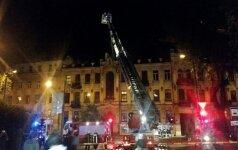В Вильнюсе открытым пламенем горел многоквартирный дом