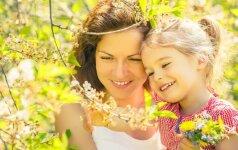 Kokio amžiaus vaikui labiausiai reikia tėvų: psichologė apžvelgia raidą nuo gimimo iki paauglystės