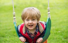 Vaikas auksinis būna su kitais, o prie tėvų pasikeičia į blogą pusę: psichologės patarimai