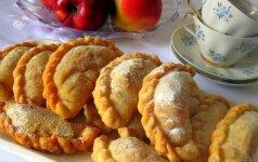 Pyragėliai su karamelizuotais obuoliais ir razinomis