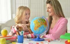Psichologė pataria, kiek tėvams reikia kištis į vaikų mokslus