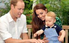 Pirmąkart viešai rodomi karališkosios šeimos vaikų daiktai ir žaislai FOTO