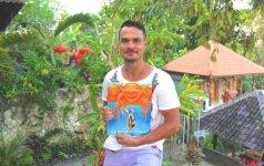 Leo Pobedonoscevas siunčia dovaną vaikams iš Balio salos
