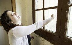 Mergina papasakojo, kokia tikroji realybė laukia už psichiatrijos ligoninės durų