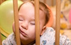 Kodėl gimę vaikai neleidžia išsimiegoti tėvams