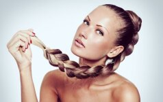 Kaip grąžinti plaukams natūralią drėgmę