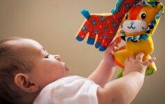 Vaikas nuo gimimo iki 3 metų: kokių žaislų jam reikia