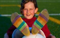 Feisbuke skandalą įžiebė kojinės: kurią pusę palaikote jūs?