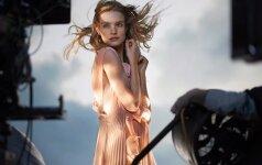 """Naujojoje """"H&M Conscious Exclusive"""" kolekcijoje – perdirbtos pakrantėse surinktos atliekos"""