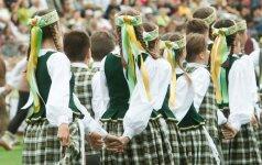 Vienu metu viso pasaulio lietuviai giedos Tautišką giesmę: telkiasi draugai, šeimos, bendruomenės