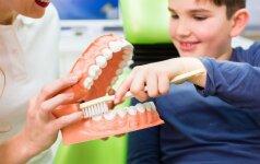 Išsamūs odontologės patarimai, kaip prižiūrėti vaikų dantis nuo gimimo
