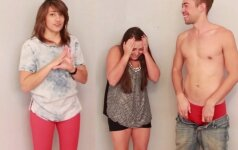 Lesbietės merginos pirmą kartą liečia penį