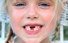 Linksmas būdas ištraukti klibantį dantuką video