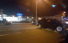 Vilniuje - BMW ir motociklo susidūrimas