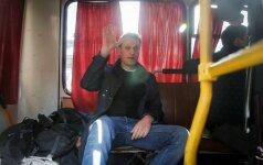 A. Navalnas policijos autobuse