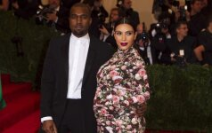 Pirmoji Kim Kardashian dukrytės nuotrauka
