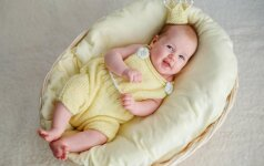Pirmas kūdikio mėnuo: svarbiausia informacija tėvams