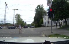 Nelauktas vairuotojo posūkis suerzino kitą eismo dalyvį