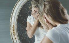 Kodėl negalima žiūrėti į veidrodį, kai verki