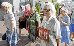 Участники крестного хода собираются на молебен в центре Киева