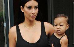 Kim Kardashian ir jos dukrytės stiliaus paslaptys FOTO