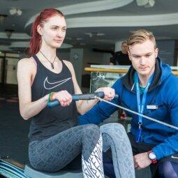 PALYGINKIME! Sportas namuose prieš treniruotes sporto salėje: kas laimi?
