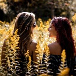 10 priežasčių, kodėl kiekviena privalo turėti žemesnę už save draugę