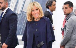 Brigitte Macron mėgsta įvairaus stiliaus paltus